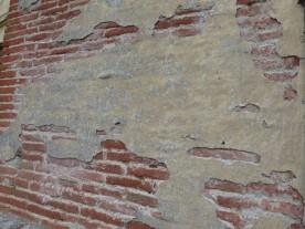 Stucco in sore need of repair.