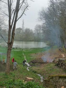 More volunteers work by the lake.