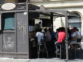 A busy tripe stall near Porta San Frediano.