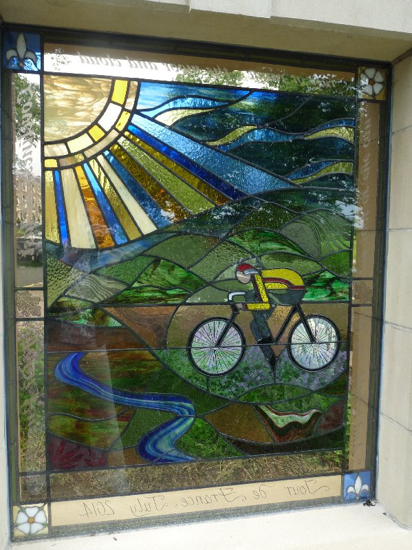 A stained glass window in Harrogate by Caryl Hallett celebrates the TdF