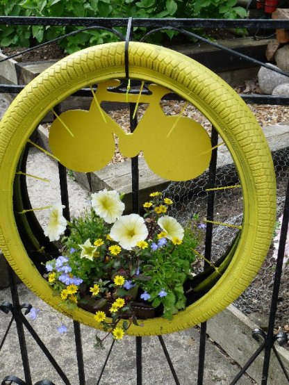 Another wheely good decorated wheel.