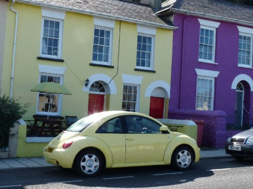 House with matching car.  Note also the purple house next door..
