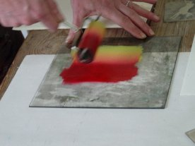 Then she shows us how to work with two colours.