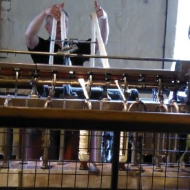 Spinning the raw cotton yarn.
