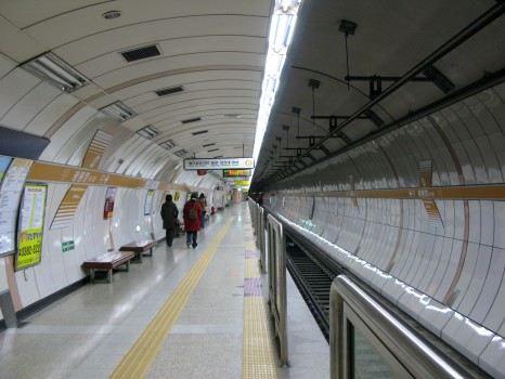smrt_seoul_subway_line_6_gwangheungchang_station