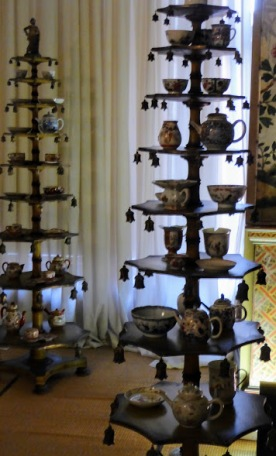 Elegant displays of Chinese porcelain.