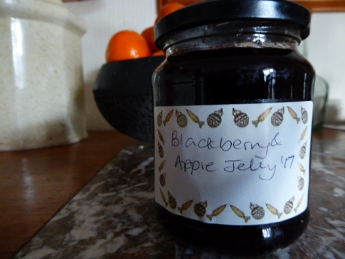 Blackberry and apple jelly 002