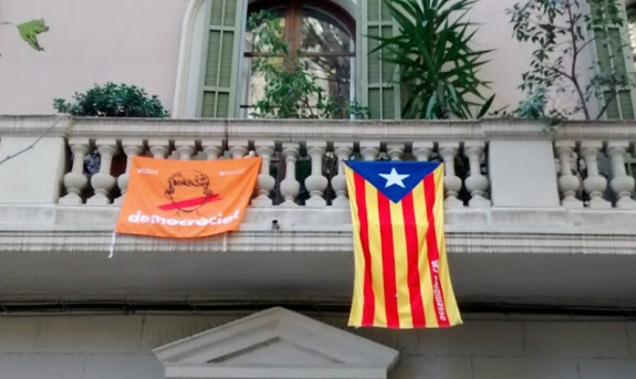 A plea for independence alongside the Catalan flag. A common sight all over Barcelona - and Catalonia generally.