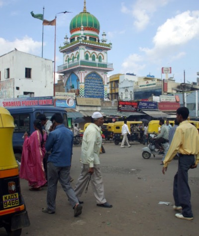 A mosque near the market in Bangalore