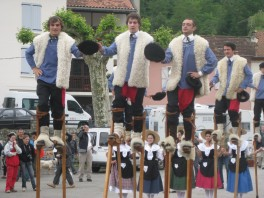 The shepherds from the Landes arrive on the scene...