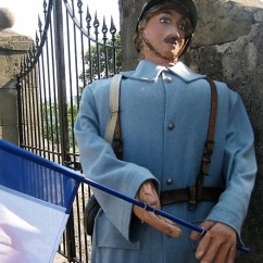 Un poilu - a WW1 soldier, the French answer to a Tommy.